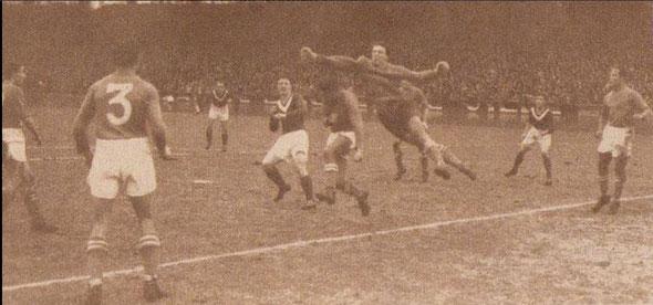 5 Février 1950 à Paris 16e de coupe de France Nîmes Olympique - F.C Rouen 1-0