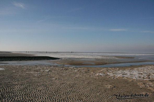 Nordseestrand im Winter mit Eis