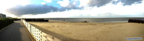Strandpromenade in Cuxhaven Duhnen mit Blick auf Nordsee, Strand und Watt im November 2013