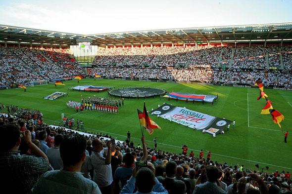 Fußball stiftet Zukunft - auch beim Benefizländerspiel 2014 in Mainz (Foto Copyright: Carsten Kobow)