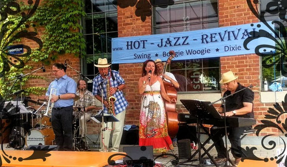 Guest performance with the Hot Jazz Revival Jazz Band