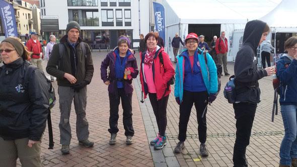 BLANKERBERGE - 30 avril  2016  -   A départ du  1 er marathon  - 5 participants  pour une  premiere .