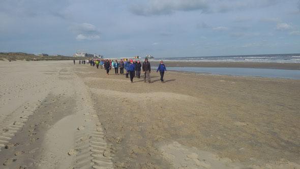 Sur  la  plage de BLANKENBERGE -  Temps idéal  pour ce  marathon .