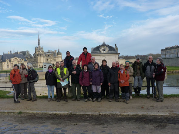 randonnée Vineuil st Firmin :  le tour du Chateau de Chantilly  18 décembre 2013