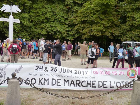 MARATHON des 3 FORETS - Dimanche  25 juin 2017 -  la remise des  dossards . Plus de  140 participants..