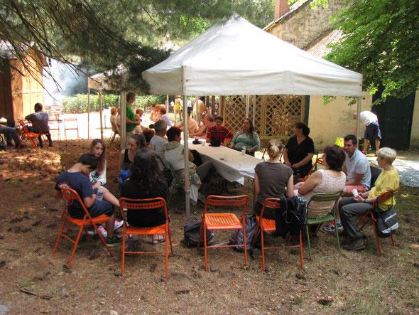 barbecue 2015  en forêt avec  les  2 associations de  jumelage : BEVERLEY/ NOGENT et FUCICCHIO / NOGENT .