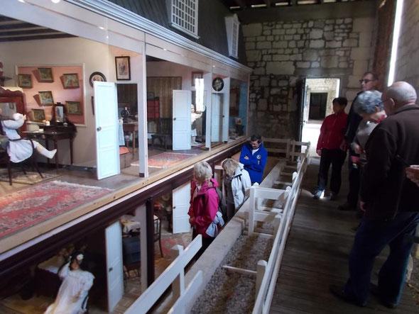Dans le  cadre de  la journée du patrimoine du  17/09/2017 , nous sommes  allé visiter le  musée de la poupée au chateau de  ST REMY en L'EAU . Le matin , un parcours de randonnée de  11 km  à Avrechy a eu  lieu .