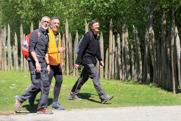 les  mêmes dans  leur marche rapide  . Temps  idéal  pour le  Marathon .