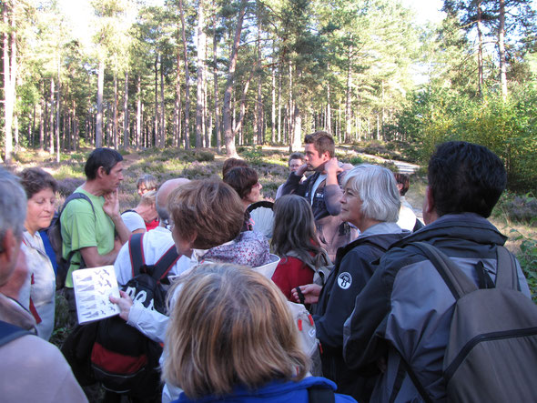 Avec  FRANCK  animateur du Conservatoire Naturel de  Picardie.  Découverte de  la  PIERRE  GLISSOIRE et  de la  zone naturelle  protégée .