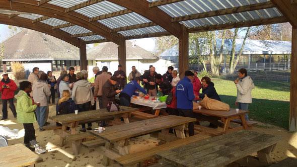Beaujolais -mercredi 22 novembre  - Base de st  leu aprés un rando de  8 km ou de 12 km .  37 participants .  Dimanche nous étions  27 aux étangs de  St  pierre.