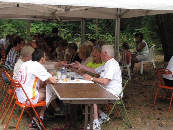 Barbecue  :  dans  la maison de chasse de la  Belle  Croix  dans la  Forêt  d' Halatte .