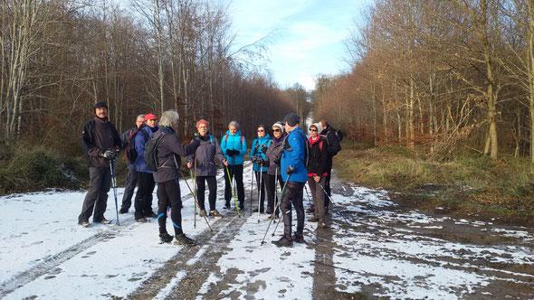 Dans la forêt de  Hetz avec  notre coach Richard . 09 décembre 2017 . Avec un  peu de  neige .