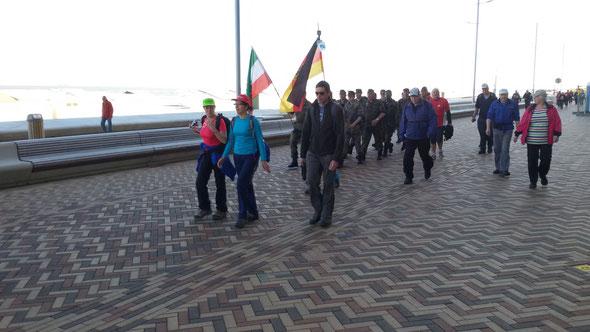 2 eme Marathon  - 01/05/2016 -  Devant  les chants  au départ   - marche trés sympatique  avec un esprit trés  cool