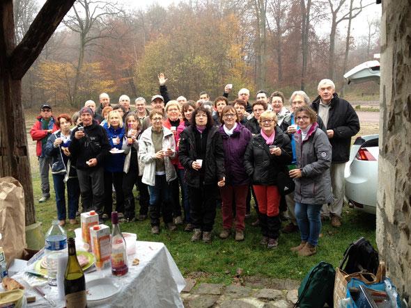 le Beaujolais du  Mercredi  26 novembre 2014 .  plus de  35 participants aprés la rando de la stéle.