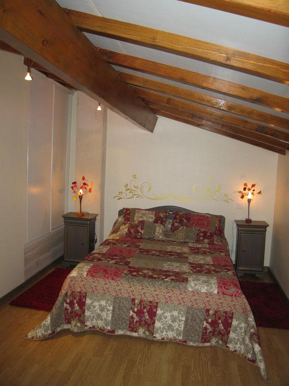 La chambre et sa penderie intégrée