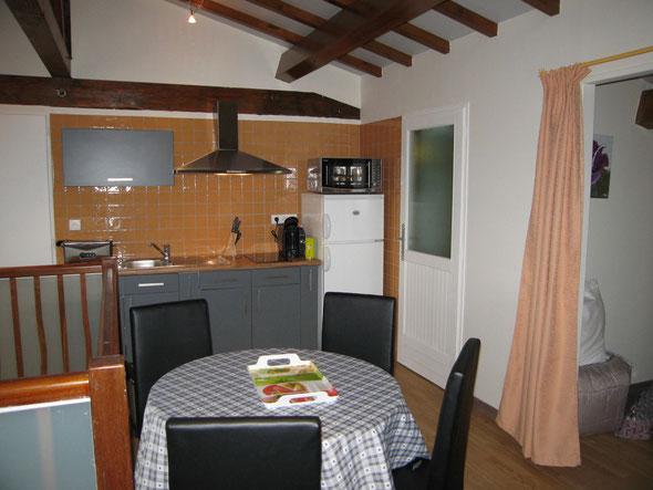 Espace salle à manger - cuisine
