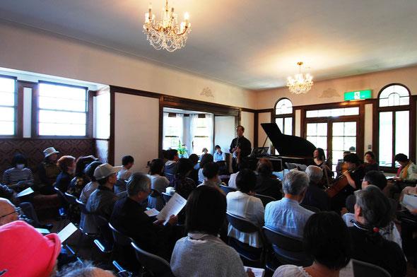 弘前演奏会で司会をつとめてくださったヴァイオリンの吉野さんは、この2年後2018年3月に他界されてしまいました。サファリオーケストラメンバーはこの弘前公演での思い出を今でも大切にしています。