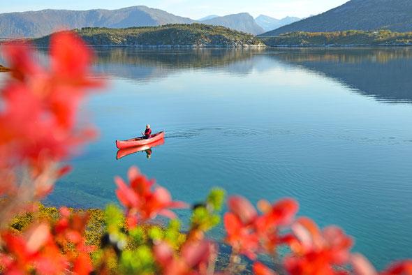 Obwohl direkt an der E6 gelegen, ist der Efjord ein Paddel-, Skitouren und Kletterparadies!