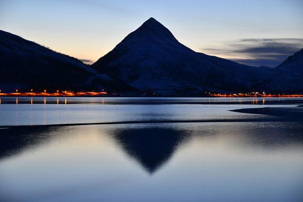 Auch aus der Entfernung ein superschöner Berg: der Skinnkollen!