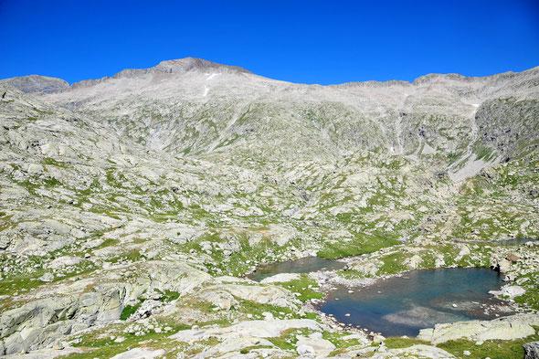 Dieser eher unscheinbare Hügel ist tatsächlich der zweithöchste Gipfel der Pyrenäen!