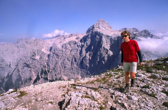 Blick auf den Triglav mit seiner gewaltigen Nordwand vom Bovski Gam sovec (2392 m) aus.