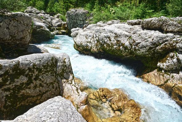 Eine der zahlreichen Engstellen der Soca oberhalb von Bovec.