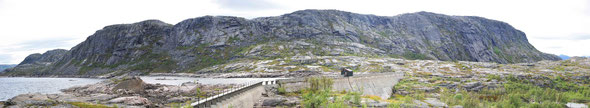 Das Haugfjell ist ein traumhaftes Klettergebiet zwischen dem Skieldorado Riksgränsen und Narvik. Hier im Bild die Sektoren Steg-, Femplus-, Mike-on-sight-Veggen, Svaplatten, Soreveggen und Vinkelsveat.
