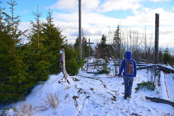 Der erste Schnee des Winters am Gipfel des Siebensteinkopfs.