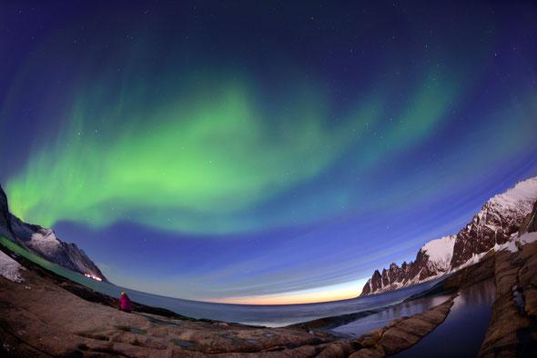 Mitternachtssonne meets Polarlicht (oder fast): Tungeneset um Mitternacht im April.