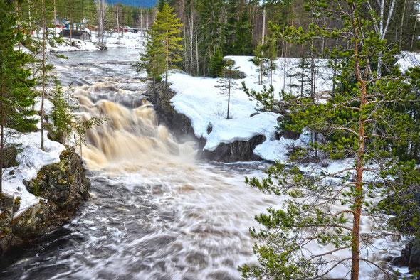 Nur ein kleiner Wasserfall direkt an der E45 - aber trotzdem ganz nett!