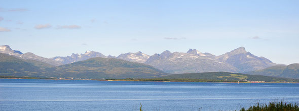Schon von der E8 aus ein imposanter Anblick - das Traumziel Kvaløya!