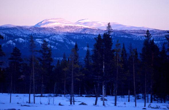 Die Gipfel des Sjnjerak im letzen Abendlicht vom Änok aus gesehen.