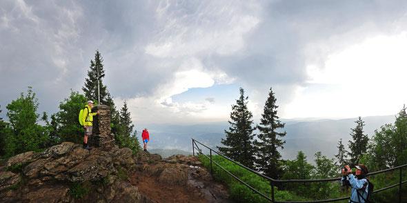 Der Gipfel des Großen Falkensteins zwischen zwei Gewittern.