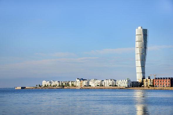 """Der """"Turning Torso"""", eines der markantesten Gebäude am Strand von Malmö."""