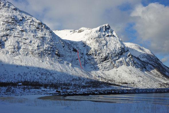 Genusseisklettern am Klepptind, hoch über dem spektakulären Ersfjorden.