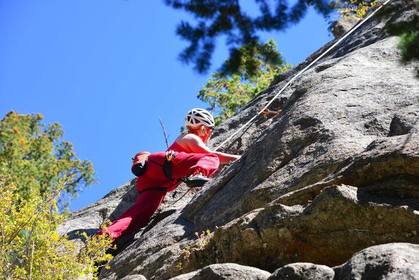 Nette Klettereien mit minimalem Zustieg gleich westlich von Boulder.