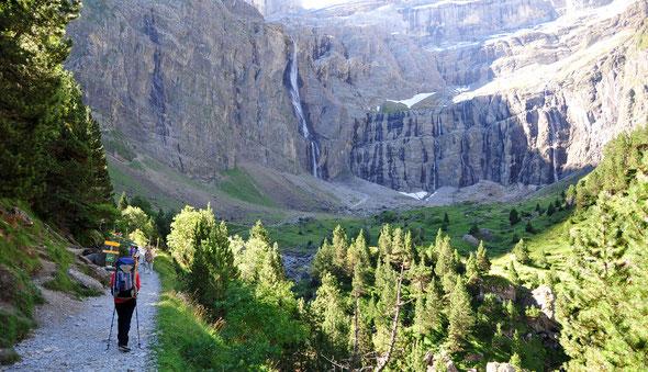 DER Wasserfall in den französischen Pyrenäen - der Cirque de Gavarnie.