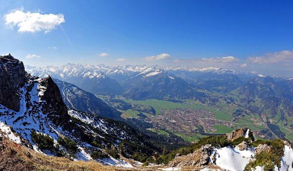 Oberstdorf vom Rubihorn aus.