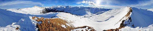 Die Vorarlberger und Allgäuer Alpen als Panorama vom Hählekopf aus gesehen.