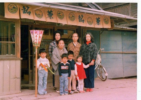 親戚と記念写真