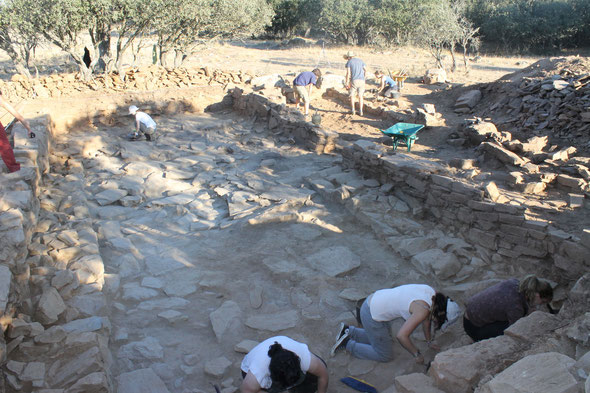Imagen del proceso de excavación de la Estancia 05 del área de almacén