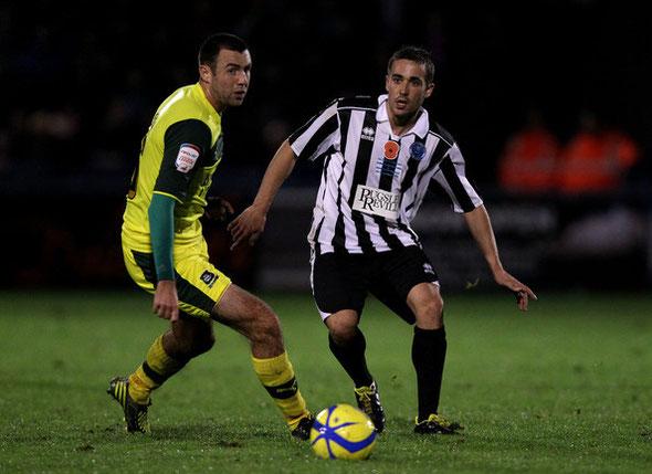 Txoperena alterna el primer equipo con el de los reservas del Dorchester Town.