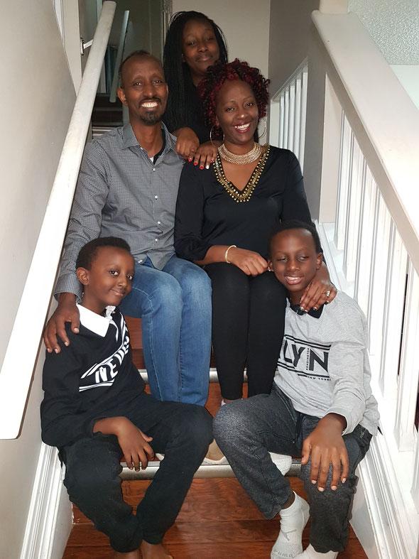 Jean  und Christine Hajabakiga mit Ihren Kindern Eli, Hadassah und Chris