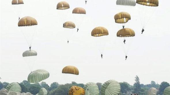 Parachutage de la Fière à Saint Mère Eglise - Cliquez sur la photo