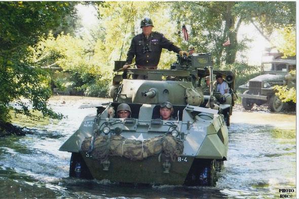 Automitrailleuse Ford M8 avec le Général PATTON