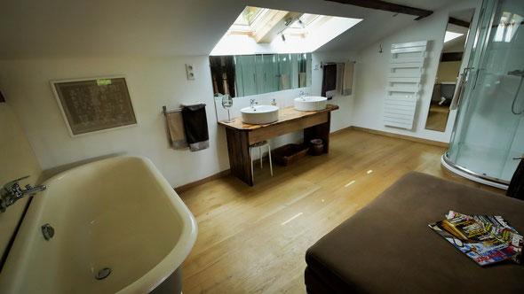 salle de bain de la chambre les noisettes à la Grande Forêt