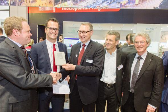 Grün zertifiziert: (v.l.) M. Hoischen, S. Vollmer, H. Horster, n.n., U. Hellweg | Bild: HWF/Stefan Groenveld