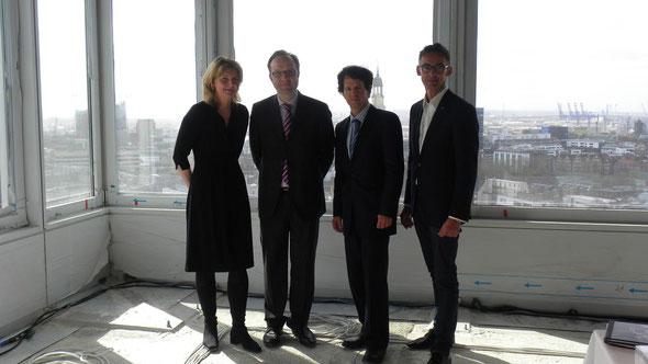 Das EMPORIO-Team der Union Investment: (v.l.) S. Kaschub, A. Löcher, C. Huebner und F. Sievers, General Manager Scandic Hamburg | © greenIMMO