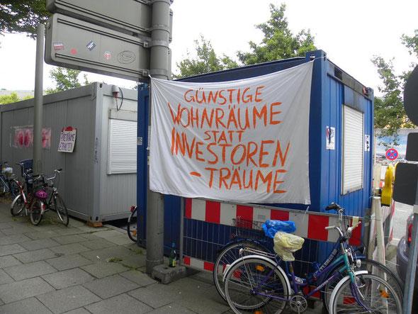 Forderung von Bürgern in der  Hamburger Innenstadt | © greenIMMO