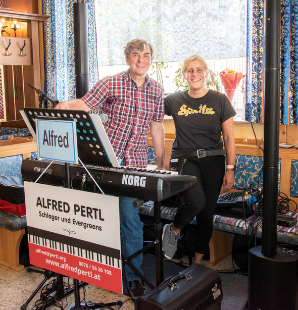 ALFRED PERTL mit Brigitte Sommer Lolei im Cafe Schwarz in Stockerau